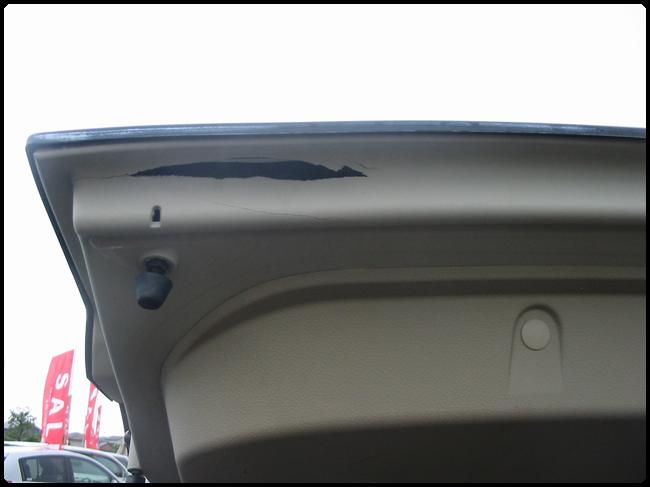 バックドア内張りプラスチック部分の修理02