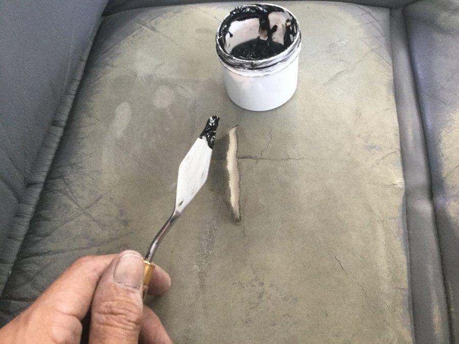 革シートの破れの補修