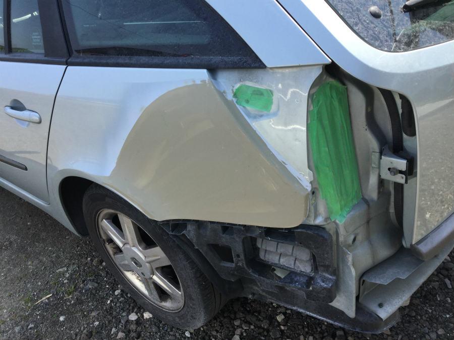 リアフェンダーのヘコミの修理