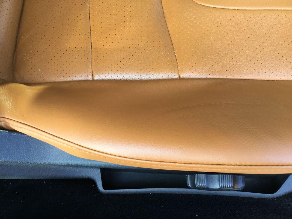 本革シートの擦れによるひび割れ色剥げ07