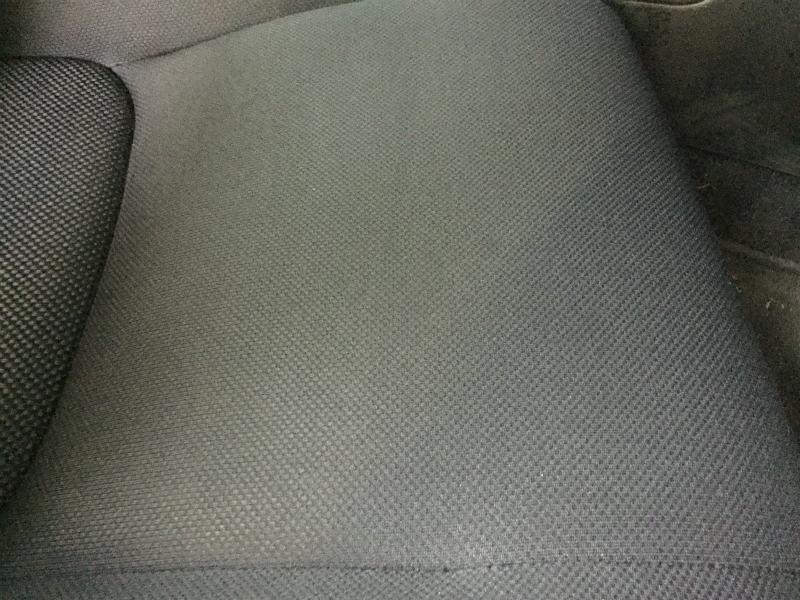 自動車布シートのシミのクリーニング02