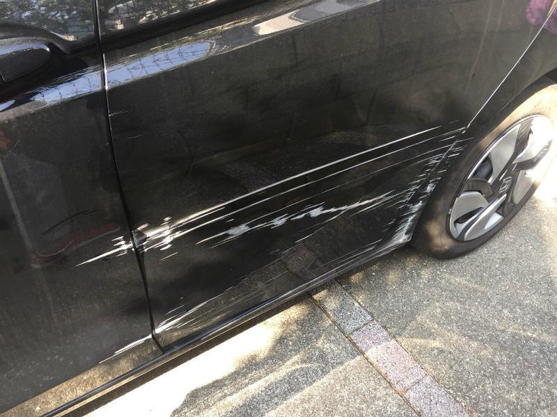 ドア・フェンダーの傷