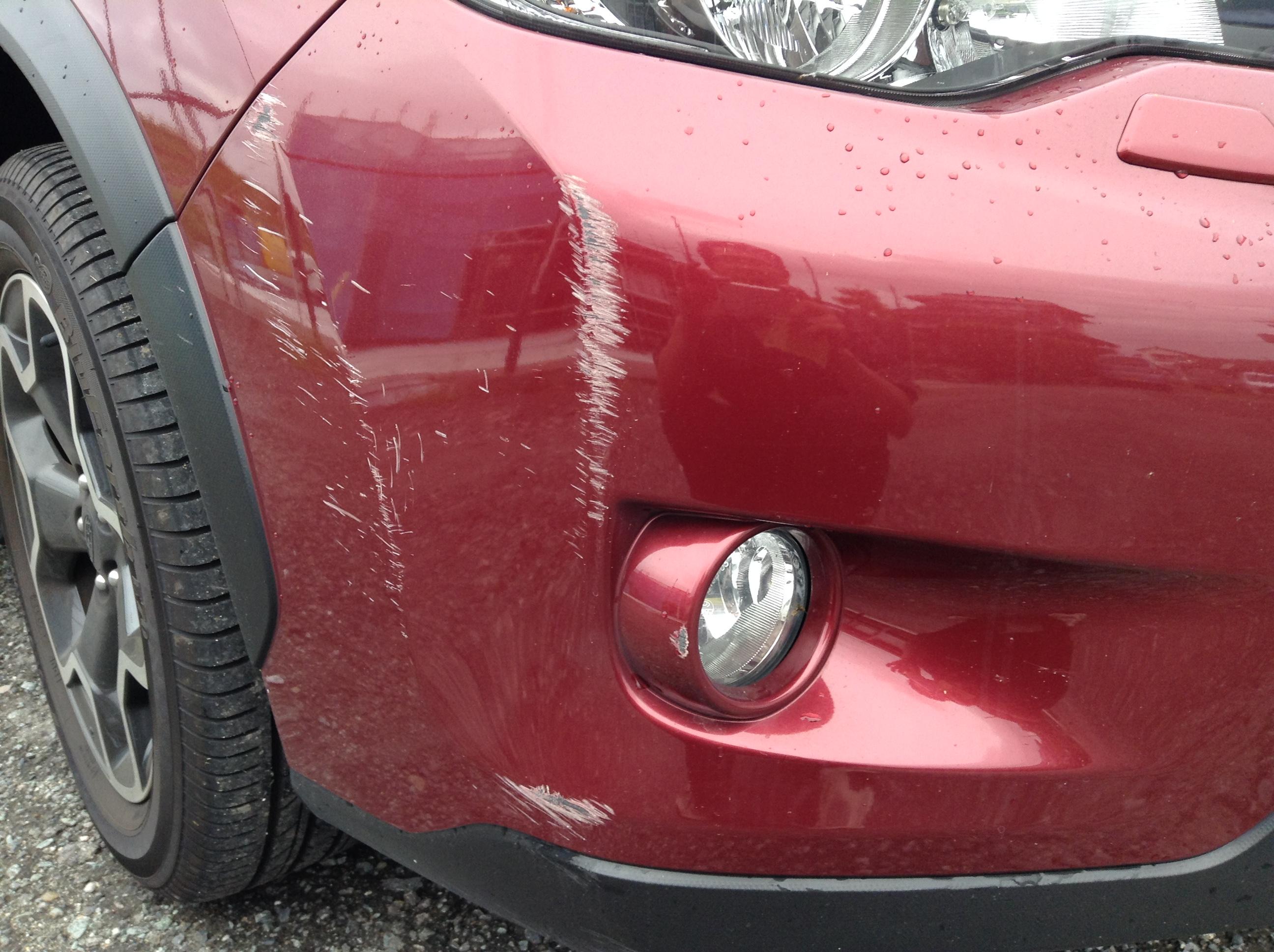 フロントバンパーのすり傷の修理・塗装01