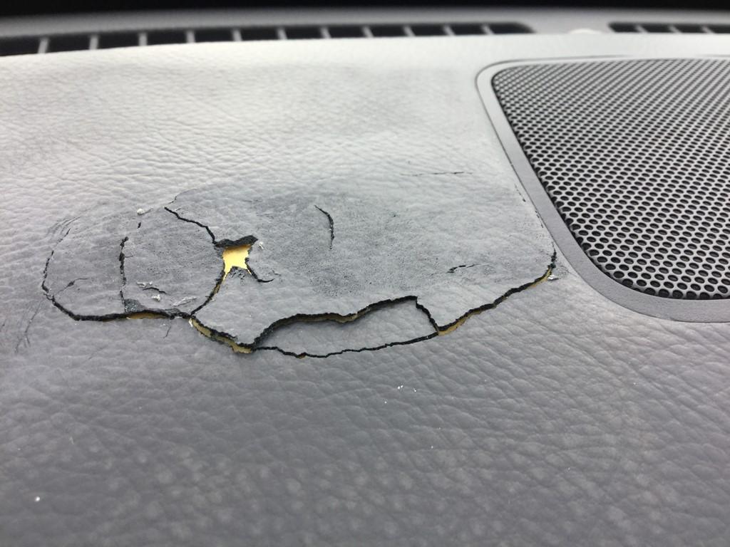 ダッシュボードの素材剥げの修理