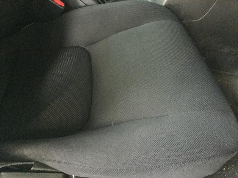 自動車布シートのシミのクリーニング01