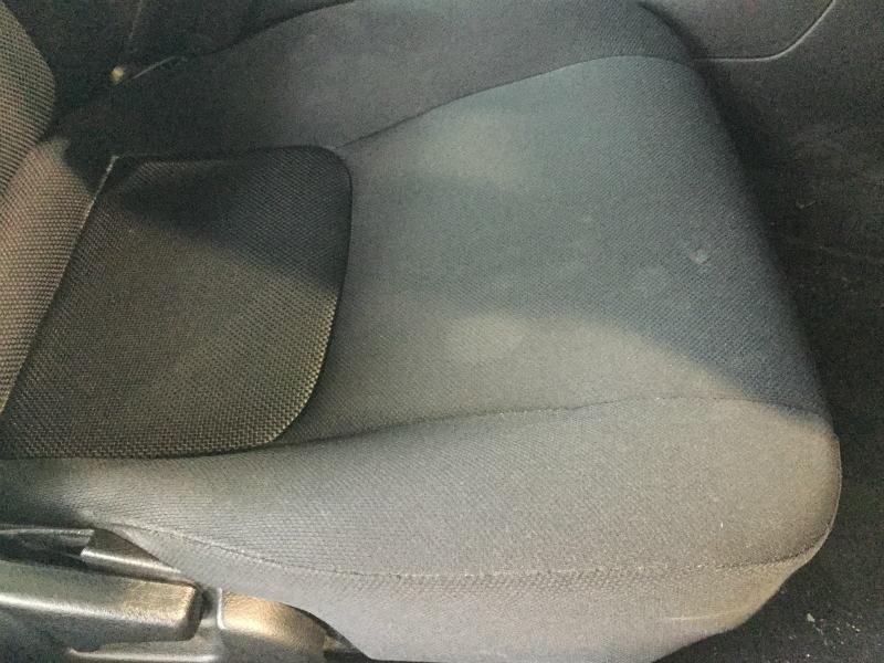 自動車布シートのシミ01