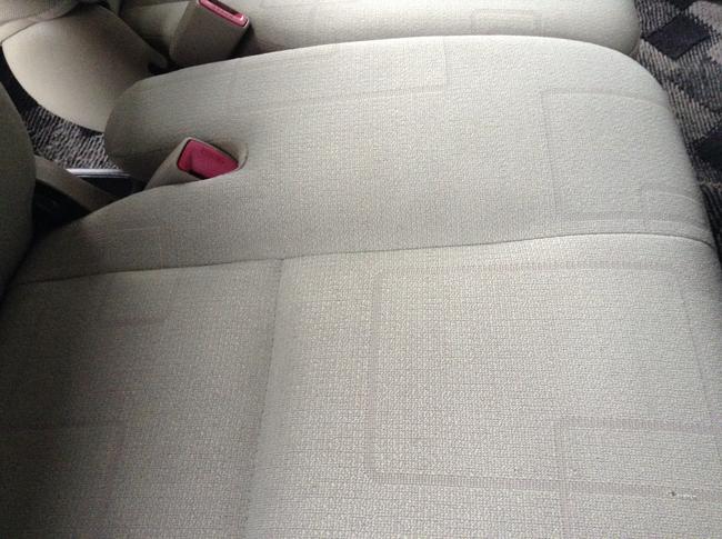 運転席シートの汚れ02