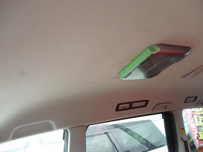 車内天井の切れ込み01